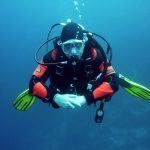 plongeurs plongeurs autonomes de plongée sous l'eau