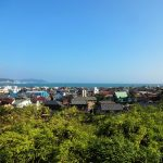 View_of_the_city_of_Kamakura_during_summer,_Kamakura,_Japan