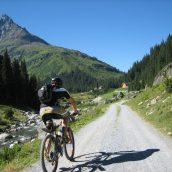 Séjour sportif : explorer les Alpes du Sud en VTT Enduro