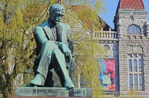 Filande Helsinki statue