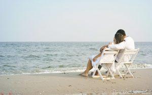 Un couple sur la plage