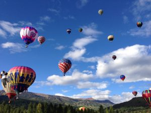 balloons festival mountains