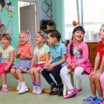 Amusement d'enfants dans une colonie de vacances
