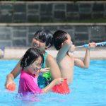Enfants qui jouent en colonie de vacances