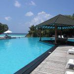 Hotel et piscine aux îles Maldives