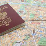 Passeport et carte pour une organisation de voyage au Vietnam