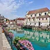 Pourquoi Annecy est aussi une destination d'été pour vos vacances?