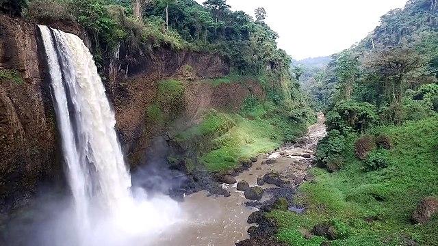 Les chutes d'Ekom au Cameroun