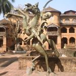 Monument du guerrier au sultanat de Bamoun dans la Cité des Arts Foumban au Cameroun