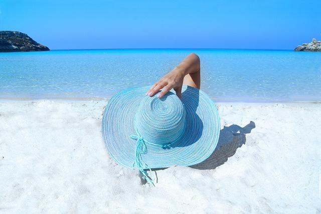 Un chapeau pour se protéger du soleil à la plage