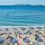Une vue magnifique d'une plage pendant les vacances