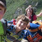 Excursion dans la montagne d'une colonie de vacances