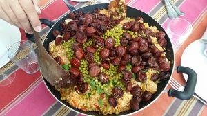 Paella au poulet, au chorizo de la cuisine Portugaise