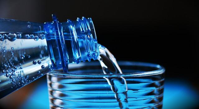De l'eau Minérale à boire