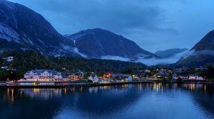 Vue de Fjord Dawn en Norvège sur un bateau de croisière