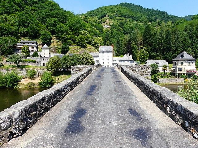 Le vieux pont sur d'Entraygues-sur-Truyère à Aveyron