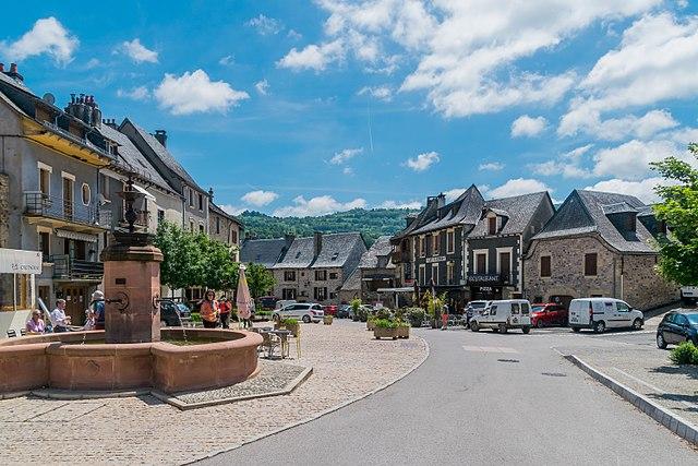 Place de la Porte Theron à Saint-Come-d'Olt à Aveyron