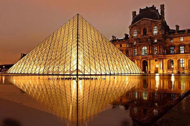 Le musee du Louvre a Paris