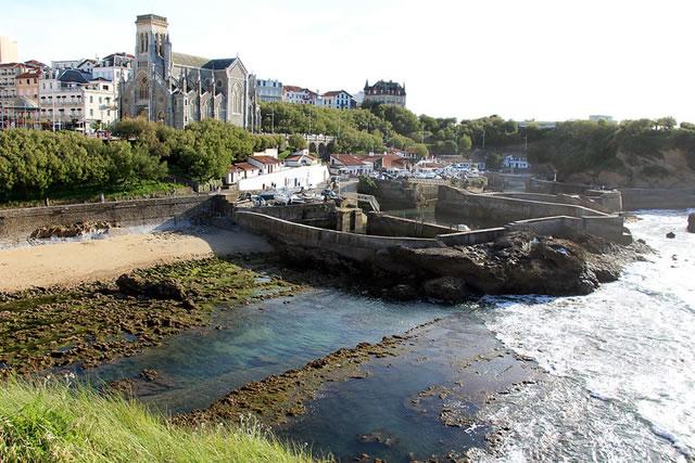 Le port des Pecheurs a Biarrit en France